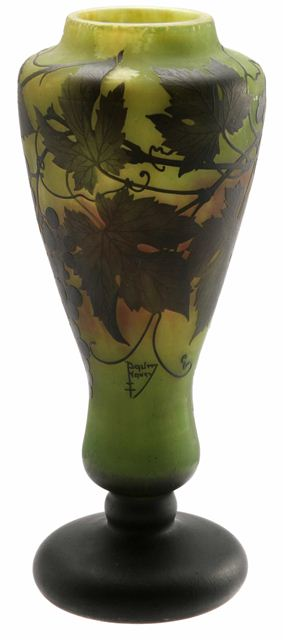 daum_nancy_vase_with_grapes_46